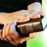 Une Bible en de bonnes mains